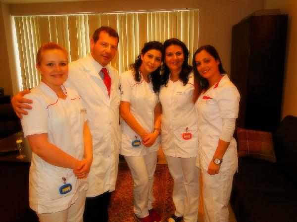 tandarts Hatzkevich en zijn team vergaderen regelmatig multidisciplinair.