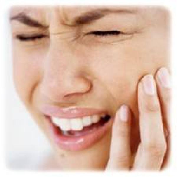 Kiespijn behoort tot de ergste pijnen die men kan ervaren en is bij uitstek een noodgeval. Of het nu om een pulpitis gaat of om een tandinfectie of een tandabces...<br /> Bij Dental Clinics Antwerpen streven we ernaar om u de dag zelf nog te helpen om u van uw pijn te verlossen.